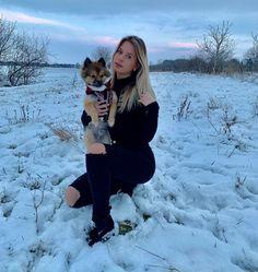 A képen a következők lehetnek: 2 ember, hó, kutya, túra/szabadtéri és természet