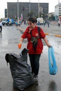 Gezi Parkı'nda temizlik