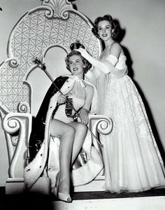 Armi Kuusela of Finland,the first Miss Universe,being crowned by the actress Piper Laurie,Long Beach auditorium,June Beautiful Inside And Out, Most Beautiful, Beautiful Women, Miss Universe Crown, Piper Laurie, Beauty Contest, Hilario, Popular Girl, Miss World