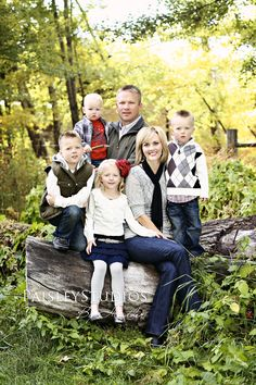 Beautiful family grouping and great use of the log for posing.