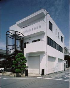 Osaka là nơi tập trung của nhiều trung tâm thương mại, có nền công nghiệp phát triển bậc nhất của Nhật Bản với các công ty lớn như Toyota, Toshiba, Panasonic, … bên cạnh đó là những trường đại học lớn hàng đầu Nhật Bản. Nhắc tới các trường Nhật ngữ tại Osaka, người ta không thể không nói tới trường Nhật ngữ Nissei, mặc dù không phải là ngôi trường lâu đời nhưng trường Nhật ngữ Nissei là trường đạo tạo tiếng Nhật nổi tiếng nhất Osaka.