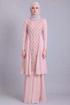 Leeyanarahman is a designer and producer of contemporary, modest-Muslim fashion based in Bandar Baru Bangi, Selangor, Malaysia. Dress Brukat, Hijab Dress Party, Hijab Style Dress, Dress Muslim Modern, Kebaya Modern Dress, Muslimah Wedding Dress, Hijab Bride, Wedding Hijab, Wedding Dresses