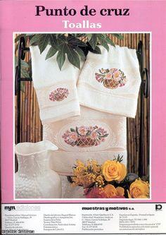Revista punto de cruz con diseños para toallas.