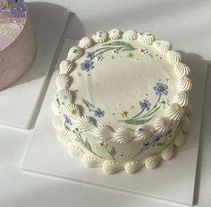 Pretty Birthday Cakes, Pretty Cakes, Beautiful Cakes, Amazing Cakes, Mini Cakes, Cupcake Cakes, Simple Cake Designs, Korean Cake, Pastel Cakes