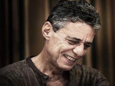 F.G. Saraiva: Livro novo de Chico Buarque sai em novembro
