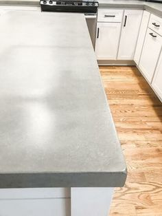There are several ways you can make concrete countertops and several recipes for the concrete out there. My husband did a lot of research and decided on this pa… Making Concrete Countertops, Painting Laminate Countertops, Faux Marble Countertop, Formica Countertops, Porcelain Countertops, Diy Kitchen, Kitchen Decor, Kitchen Cabinets, White Cabinets