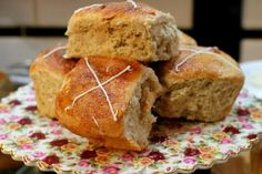 hot cross buns updated with white chocolate and orange|restlesschipotle.com