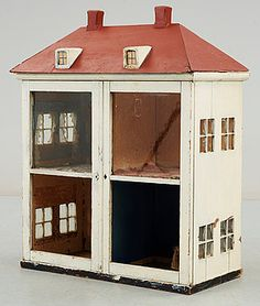 If you can find a glass door display cabinet. Antique Dollhouse, Dollhouse Dolls, Miniature Dolls, Antique Dolls, Dollhouse Miniatures, Best Interior, Home Interior Design, Industrial House, Small World