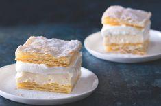 Nebeské řezy alias kremšnyt   Apetitonline.cz Sweet Desserts, Sweet Recipes, Dessert Recipes, Oreo Cupcakes, Baked Goods, Tiramisu, Cheesecake, Deserts, Food And Drink