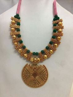 Ideas jewerly necklace chunky gold for 2019 Gold Jewellery Design, Bead Jewellery, Gold Jewelry, Beaded Jewelry, Beaded Necklace, Gold Necklaces, Silk Thread Necklace, Saree Jewellery, Jewelry Shop