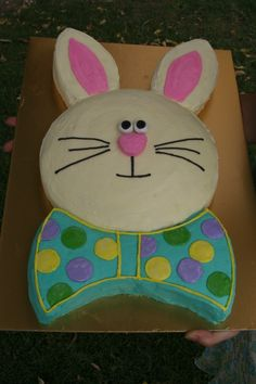 Easter Bunny Cake! So EASY - you make it out of 2 rounds! prego_cook