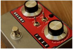 Love the look of this fuzz pedal.