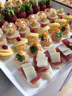 canapes party for delivery www. - New Years Party One Bite Appetizers, Finger Food Appetizers, Appetizer Recipes, Tapas, Ottolenghi Recipes, Brunch Buffet, Party Finger Foods, Birthday Cake Decorating, Food Platters