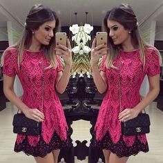 Vestido de renda rosa escuro