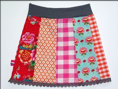 Vrolijk rokje, leuk met gehaakt randje eraan  So cute!! I feel like I've seen this skirt somewhere before...