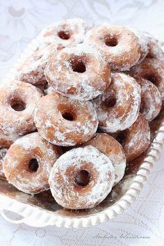 Arabeska : Oponki drożdżowe na śmietanie Sweet Desserts, Sweet Recipes, Cake Recipes, Polish Desserts, Cap Cake, Sweets Cake, Food Cakes, Doughnuts, No Bake Cake