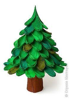 1.-pegar con papel crepe café ,el rollo de papel higiénico ,este sera el tronco del árbol navideño.  2.-Para hacer las hojas corta papel...