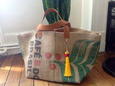 Grand cabas réalisé avec un sac à café provenance du Brésil,doublé en toile de jute épaisse naturelle : Autres sacs par bo-comptoir