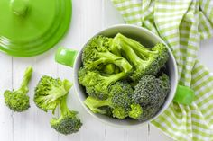 Eat Broccoli For healthy gums, put this green vegetable on your grocery list. It's an excellent source of vitamin C and provides calcium as well, both of which have been linked to lower rates of periodontal disease. Cook it properly and it is excellent for recipes