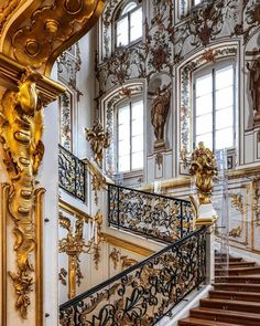 ♦️LUXURY _ ALLWORLD ♦️  🏆 CONGRATULATIONS 🏆 📷 PHOTO by : @maria_s2912 📌 LOCATION : Peterhof Palace Saint Petersburg 🔶️… Congratulations Photos, Peterhof Palace, Royal Palace, Victorian Homes, Stairs, Luxury, Building, Pictures, Instagram