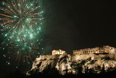 Here grand New Year Fireworks take place in the sky over the Acropolis, the view of which is amazing in the night. Description from 1234newyear.com. I searched for this on bing.com/images