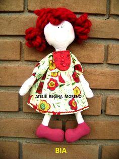 Essa bonequinha chamada Bia eu fiz na Mega Artesanal 2013, com a professora Regina Moreno:      E esta daqui foi feita pela própria Regin...