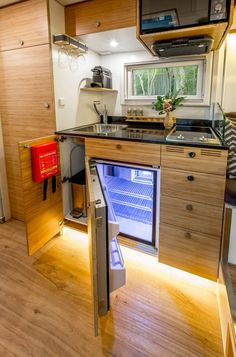 caravan design 469359592413727987 - Fully equipped kitchen Source by mailhol life hacks life aesthetic life budget life interior life vehicles Van Conversion Interior, Camper Van Conversion Diy, Van Interior, Van Conversion Kitchen, Airstream Interior, Interior Ideas, Van Living, Tiny House Living, Iveco Daily Camper