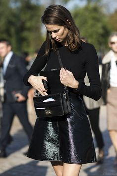 . Street Style Edgy, Street Chic, Fashion Week, Womens Fashion, Fashion Trends, Style Fashion, Net Fashion, Parisian Fashion, Skirt Fashion