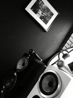 Bowers & Wilkins Kurt Cobain, Speakers, Sunglasses, Style, Swag, Sunnies, Shades, Outfits, Loudspeaker
