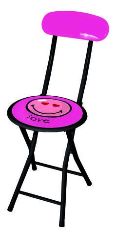 ilginç bir sandalyede oturmayı istemeyen n