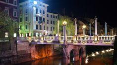 Schusterbrücke in Ljubljana, Slovenija - ©Carambol Nightlife, Marina Bay Sands, Building, Travel, Long Exposure, Night Photography, Voyage, Buildings, Viajes