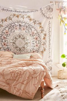 Dreaming of a boho dorm room? Check out the ultimate list of boho dorm decor essentials to create the coziest room on campus. My New Room, My Room, Deco Boheme Chic, Farmhouse Furniture, Furniture Decor, Bedroom Furniture, Furniture Design, Apartment Furniture, Home And Deco
