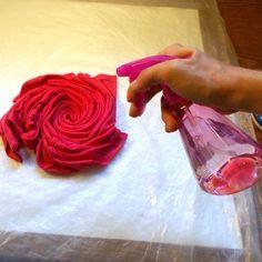 Tye Dye Bleach, Bleach Spray Shirt, Tie Dye With Bleach, Bleach Pen, How To Bleach Shirts, Bleach Wash, Tye And Dye, How To Tie Dye, How To Dye Fabric