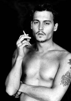 Johnny Depp, something very sexy about this man! Matthew Fox, Lily Rose Melody Depp, Josh Holloway, Marlon Brando, Johnny Depp Smoking, Pinup, Gorgeous Men, Beautiful People, Actor