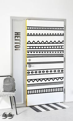 DIY: graphic door