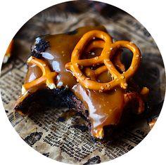 Yammie's Noshery: Cheesecake Swirl Brownies