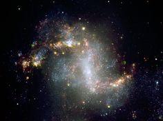 As partes centrais da galáxia NGC 1313. O estado muito ativo desta galáxia é muito evidente a partir da imagem, mostrando muitas regiões de formação de estrelas.