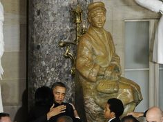 Obama (at the unveiling of the Rosa Parks' statue) : Rosa Parks' courage inspires us today.