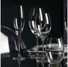 Cristalería de 48 piezas en cristal Sevres. Las colecciones Toujours suponen una apertura de la legendaria firma francesa hacia las nuevas generaciones.