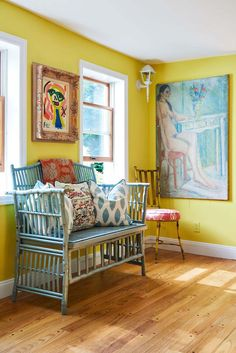 Kolme kotia - Three Homes  Päivän kaikki kolme kotia ovat värikkäitä ja rohkeasti erilaisia elementtejä yhdistellen sisustettuja. Ensimmäi...