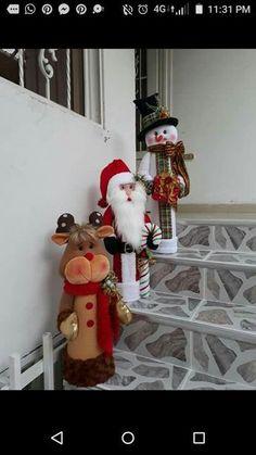 Navideños - Her Crochet Christmas Decorations Sewing, Christmas Crafts For Gifts, Felt Christmas Ornaments, Christmas Tree Toppers, Christmas Projects, Christmas Wreaths, Christmas Stockings, Holiday Decor, Christmas Elf Doll