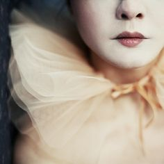I normally don't like clowns but this one is beautiful Clowns, Arte Punch, Faux Col, Pierrot Clown, Portrait Photography, Fashion Photography, Whimsical Photography, Dream Photography, Le Clown