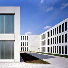 Projekte - GSP Architekten Garage Doors, Outdoor Decor, Home Decor, Architects, Projects, Decoration Home, Room Decor, Home Interior Design, Carriage Doors