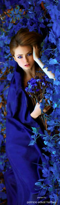 & eclectic inspiration board ♔ {random loveliness & quaint decor & elegant lifestyle &} what inspires you? Azul Indigo, Bleu Indigo, Blue Dream, Fashion Moda, Blue Fashion, Floral Fashion, Pantone, Himmelblau, Foto Art
