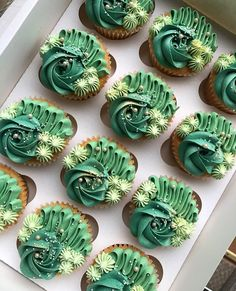 Green Cupcakes, Green Cake, Buttercream Designs, Cupcake Piping, Different Kinds Of Cakes, Cake Decorating Designs, Cute Birthday Cakes, Pretty Cakes, Shades Of Green