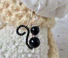 Beaded Earrings, Beaded Jewelry, Handmade Jewelry, Drop Earrings, Halloween Jewelry, Swarovski Pearls, Jewelry Patterns, How To Make Beads, Jewelry Crafts