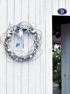 MCI n° 68 - Une couronne de branchages entrelacés, décorée de coquillages et étoiles de mer, au style marin (sans le noeud)