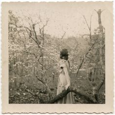 Vintage in the woods Vintage Love, Vintage Images, Old Pictures, Old Photos, Old Photography, Artistic Photography, Photography Portraits, Vintage Photographs, Great Photos