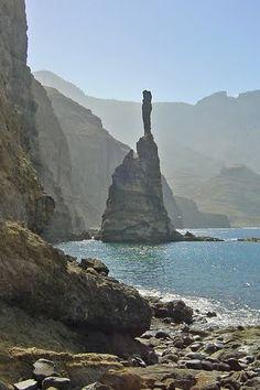 """Espectacular formacion de rocas en #LaPalma: """"El dedo de Dios"""" (Agaete)"""