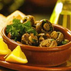 Tapas champignons with garlic Tapas Recipes, Veggie Recipes, Appetizer Recipes, Vegetarian Recipes, Dinner Recipes, Cooking Recipes, Shrimp Appetizers, Cheese Recipes, Shrimp Recipes